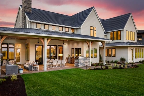 10 White houses with black trim that will make you fall in love